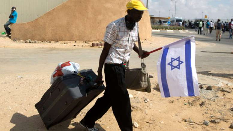 Israel expulsa inmigrantes africanos