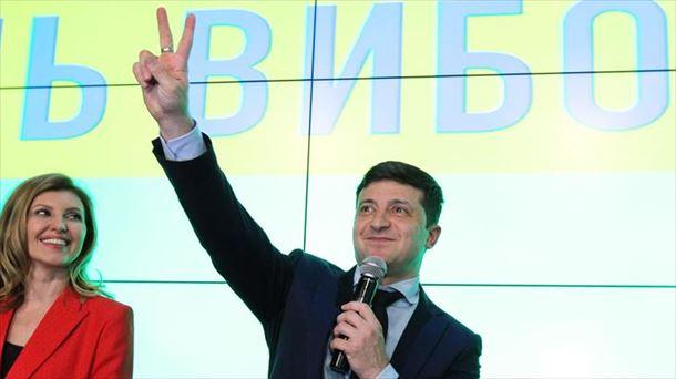 Zelenski gana y disputará la presidencia de Ucrania con Poroshenko