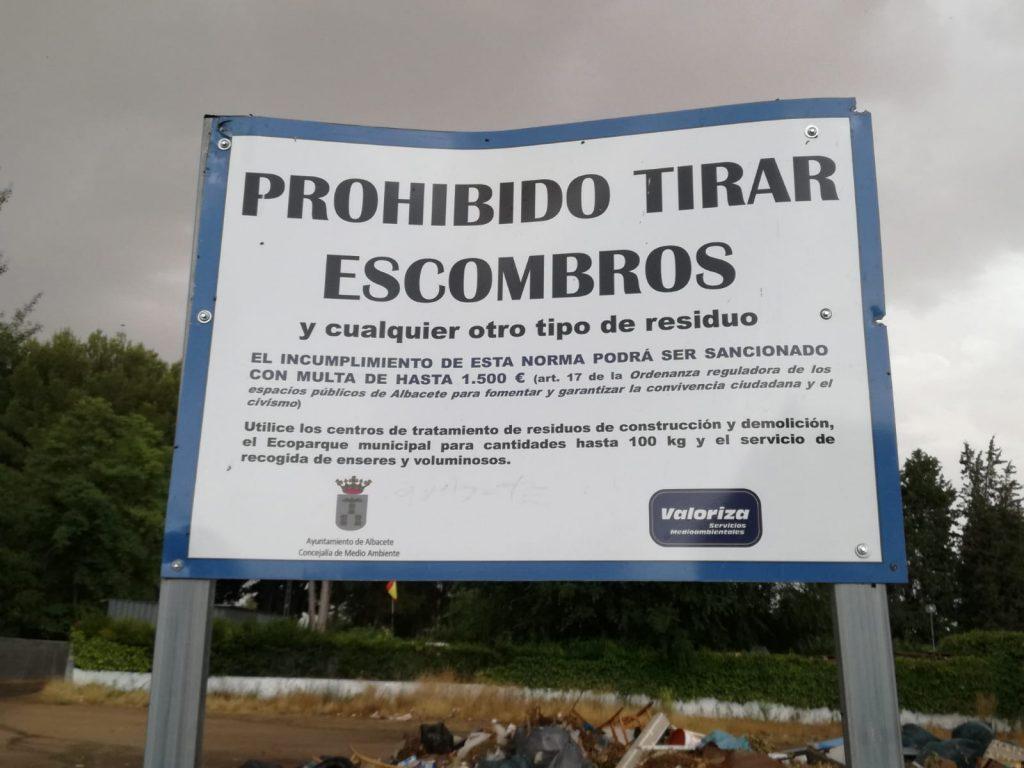 UCIN ALBACETE DENUNCIA un nido de suciedad y de ratas en pleno verano durante años en la urbanización Ojos de San Jorge