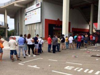 Colas en Son Moix para comprar entradas para el Real Mallorca-Real Madrid