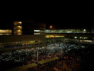 Cargas policiales y colapso en el aeropuerto de Barcelona