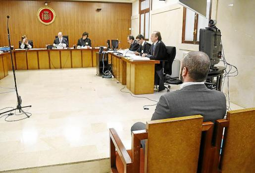 Piden cinco años de cárcel a un hombre por degollar a su compañero de piso
