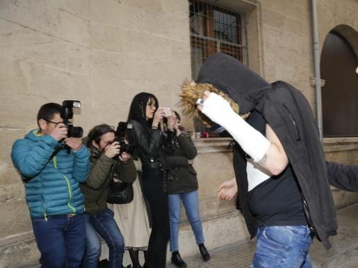 Uno de los menores detenidos por la violación grupal en Palma grabó los hechos