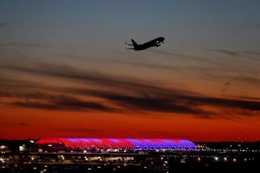 Una pasajera ebria golpea, insulta y pide sexo a los pasajeros en un avión