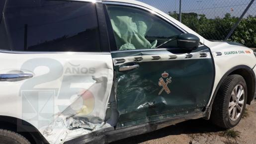 Un todoterreno de narcotraficantes embiste a un coche patrulla